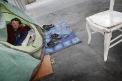 © Stephan NORSIC/IP3, France, Paris. Cornel et Rosita. Cornel et Rosita ont installe leur tente sous le métro Nationale. Rosita dans la tente.
