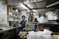 © Stephan NORSIC, France, La Courneuve, le 10/06/10. ATELIERS CHINOIS CLANDESTINS DE COUTURE : atelier de couture chez M. et Mme Zheng  à la Courneuve :