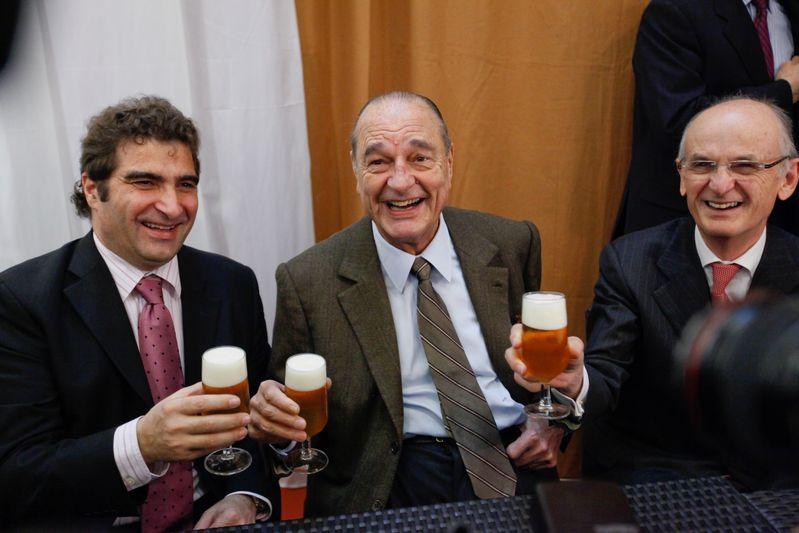 Jacques Chirac visite le salon de l agriculture. Stand des brasseurs. Paris (24/02/09) Credit Norsic/face to face
