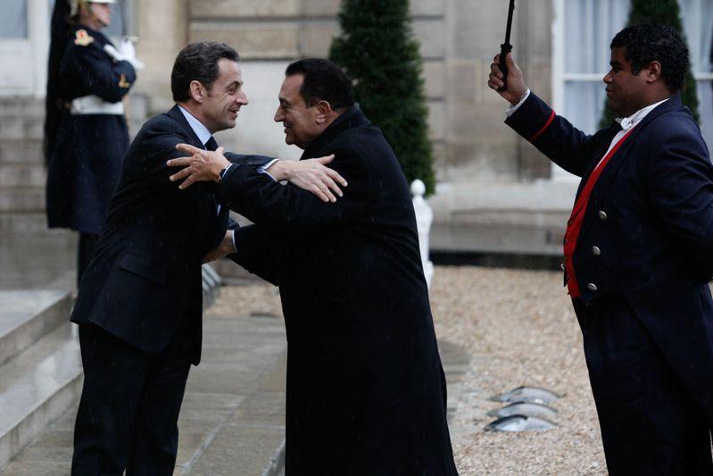 M. Nicolas Sarkozy, president de la Republique francaise, recoit a l Elysee M. Hosni MOUBARAK, President de la Republique arabe d Egypte. Paris. (09/02/09)