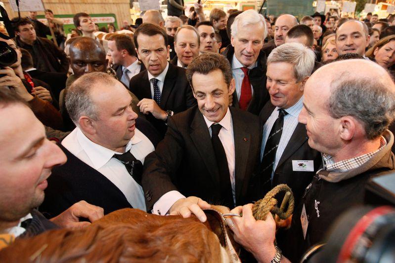 Nicolas sarkozy, president de la republique francaise, et Michel Barnier, ministre de l agriculture, au salon de l agriculture. Paris (21/02/09) Credit Norsic/face to face