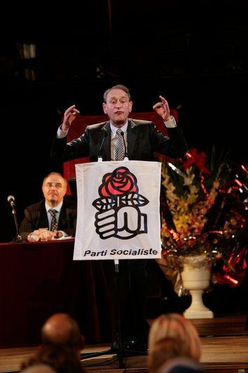 Aubervilliers (93) : Bertrand Delanoë lors d'un meeting politique à l'Espace de la fraternité à l'occasion duquel est défendu la motion A et sa candidature au poste de premier secrétaire du Parti socialiste (28/10/2008)